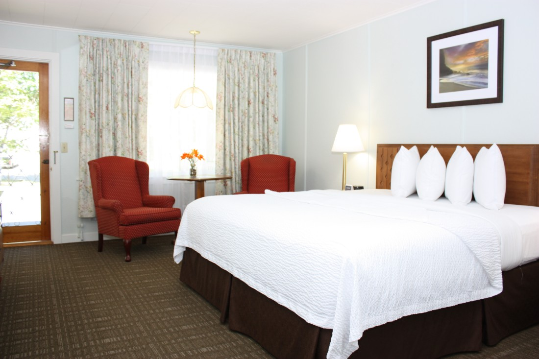 Deluxe King Bed Hotel Room